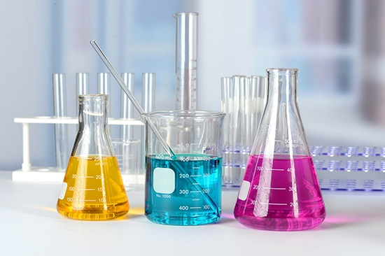 Chemical flasks of applications of potassium hydroxide solution